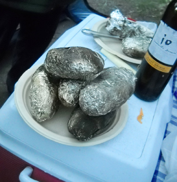 Baked potatoes and wine